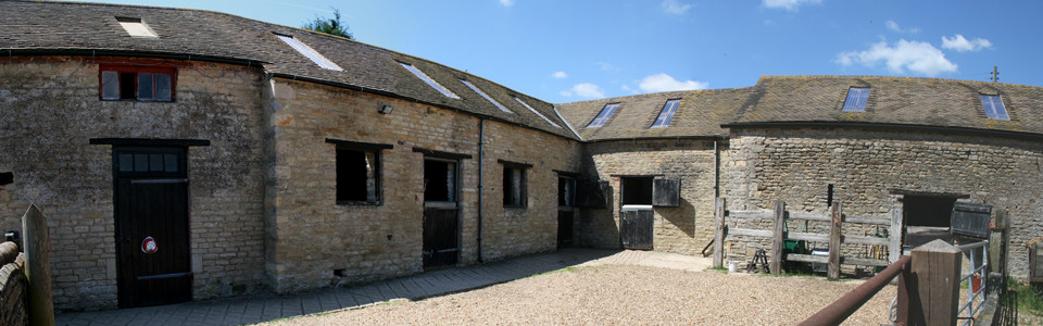 stables_pan1